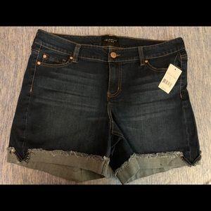 Celebrity Pink Jean Shorts Size 14 Medium Wash